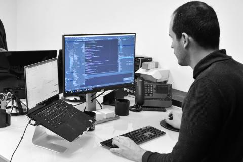 Employé ordinateur Tel Store
